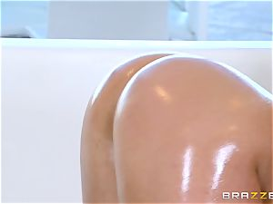 nude oily pulverizing with sumptuous babe Abella Danger