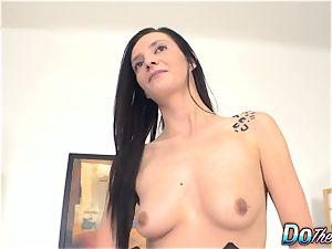 Swinger wifey Laura Devis demonstrates her hotwife