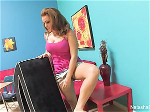 splendid Natasha plays and masturbates on set