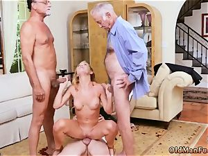 creampie humungous bumpers mummy stunner Frannkie And The group Tag team A Door To Door Saleswoman