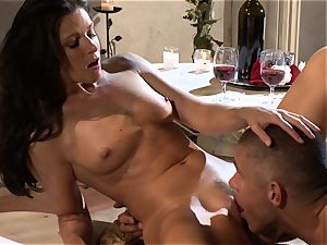 India Summers is having the perfect plumb she always wished and craved