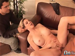 blond housewife takes it anally from porn dude