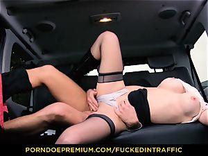 screwed IN TRAFFIC - Deep pussy porking for slim hottie