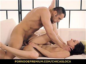 CHICAS LOCA sizzling Amirah Adara wild orgy and facial