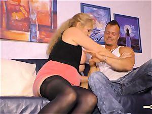 HAUSFRAU FICKEN - busty German mature gets jizm on bosoms