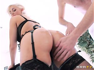 Jenna Ivory first ass fucking in her cock-squeezing culo