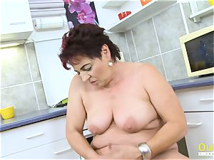 OldNannY Mature damsel pleasing Her gash with fucktoy