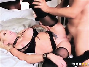 Briana Banks penetrated in the vagina by Keiran