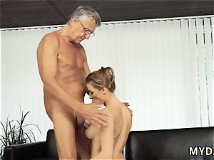 older mother porks associate comrade very first time bang-out with her boypatron´s daddy after