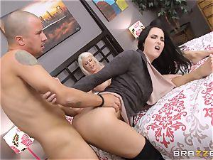 Riley Jenner and Bianca Breeze ass fucking three way