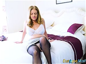 EuropeMaturE sizzling Lusty Mature frolicking with fucktoys