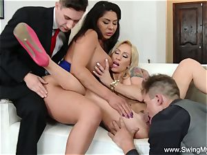 2 Swinger Couples group hook-up